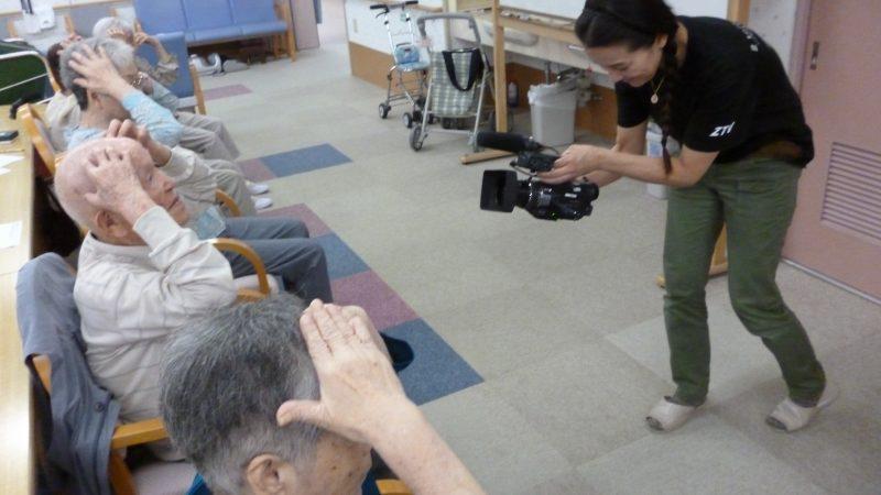 デイサービスセンターあらしまのご利用者がケーブルテレビ局ZTVの【年寄万歳!~百歳になったら~】のコーナーの取材を受けました!