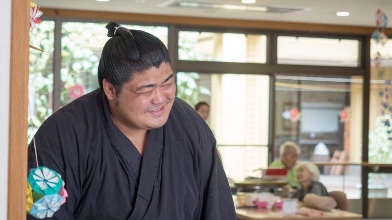 志摩市志摩町出身の力士「志摩ノ海」が豊和グループを訪問