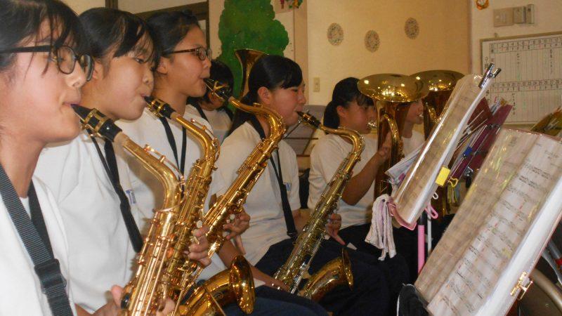 介護老人保健施設志摩豊和苑に東海中学校のブラスバンド部が慰問に来てくださいました!