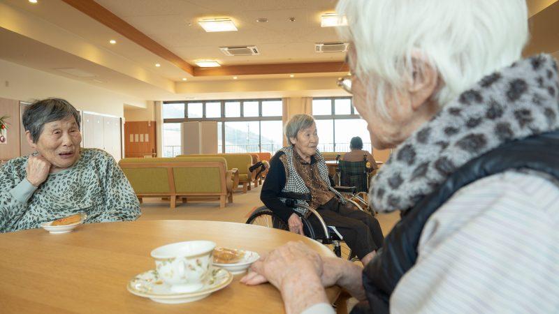 特別養護老人ホームあらしま苑で喫茶を開催しました!
