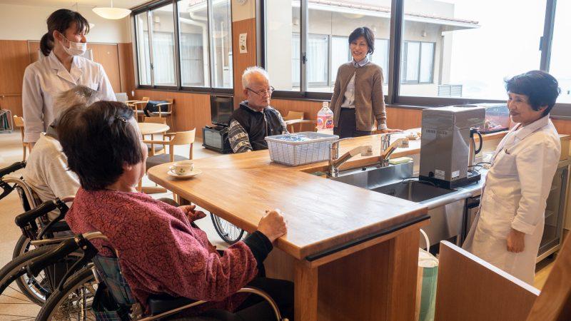 特別養護老人ホームあらしま苑で「ひな祭り喫茶」を開催!