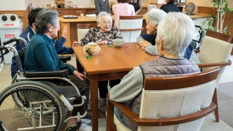 特別養護老人ホームうがた苑の笑みサロンで5回目の「お茶会」を開催!