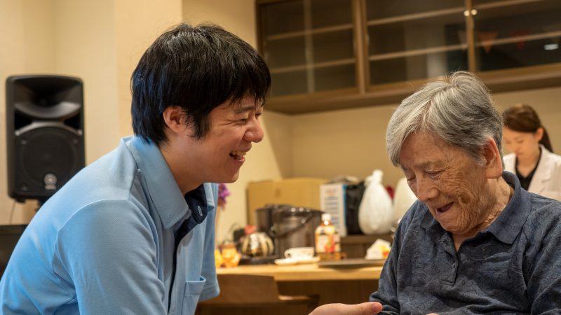 特別養護老人ホームふたみ苑で七夕飾りが施される中「Cafeふたみ」が行われました!