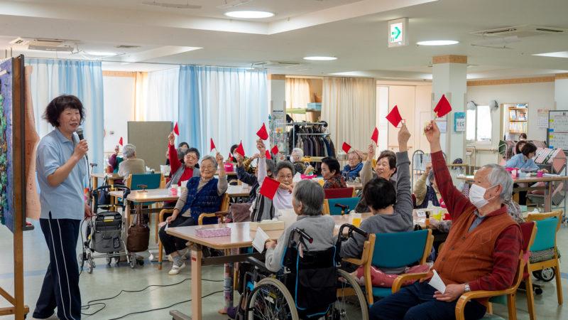 クイズに壁画に笑顔がいっぱい!鳥羽豊和苑で新年会を開催!